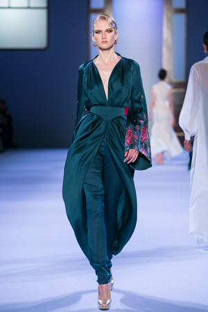 Показ Ulyana Sergeenko коллекции сезона Весна-лето 2014 года haute couture - www.elle.ru - Подиум - фото 574766
