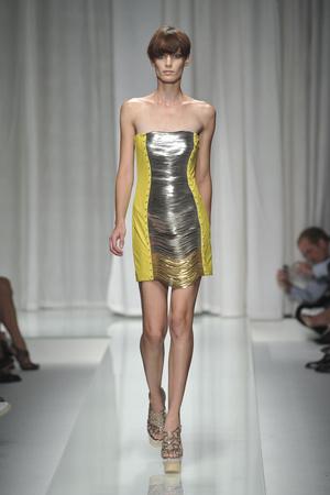 Показ Versace коллекции сезона Весна-лето 2010 года prêt-à-porter - www.elle.ru - Подиум - фото 117592