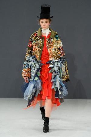 Показ Viktor & Rolf коллекции сезона Осень-зима 2016-2017 года haute couture - www.elle.ru - Подиум - фото 607422