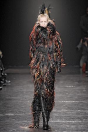 Показ Ann Demeulemeester коллекции сезона Осень-зима 2011-2012 года Prêt-à-porter - www.elle.ru - Подиум - фото 249677