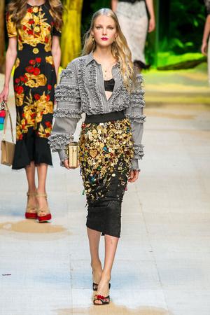 Показ Dolce & Gabbana коллекции сезона Весна-лето  2017 года Prêt-à-porter - www.elle.ru - Подиум - фото 610621