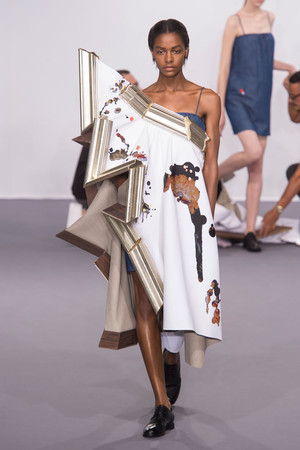 Показ Viktor & Rolf коллекции сезона Осень-зима 2015-2016 года Haute couture - www.elle.ru - Подиум - фото 597337