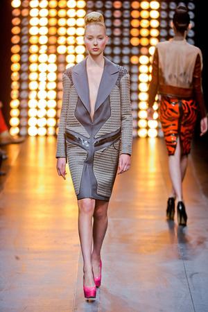 Показ Julien Fournie коллекции сезона Осень-зима 2012-2013 года Haute couture - www.elle.ru - Подиум - фото 404520