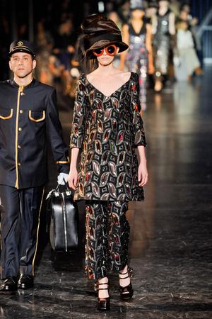 Показ Louis Vuitton коллекции сезона Осень-зима 2012-2013 года Prêt-à-porter - www.elle.ru - Подиум - фото 387460