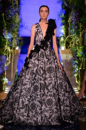 Показ Guo Pei  коллекции сезона Осень-зима 2017-2018 года Haute couture - www.elle.ru - Подиум - фото 623925