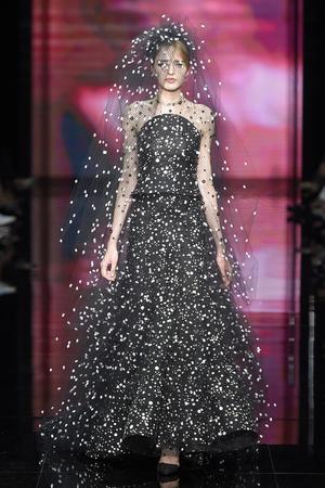 Показ Armani Prive коллекции сезона Осень-зима 2014-2015 года Haute couture - www.elle.ru - Подиум - фото 584943
