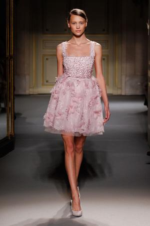Показ Georges Hobeika коллекции сезона Весна-лето 2013 года Haute couture - www.elle.ru - Подиум - фото 477529