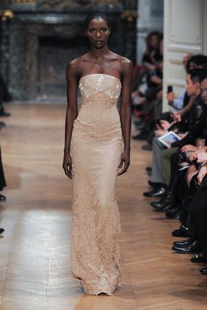 Показ Tony Ward коллекции сезона Весна-лето 2014 года haute couture - www.elle.ru - Подиум - фото 574404