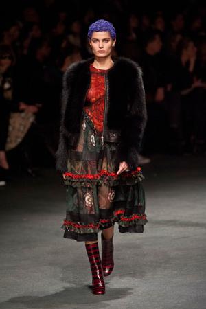 Показ Givenchy коллекции сезона Осень-зима 2013-2014 года Prêt-à-porter - www.elle.ru - Подиум - фото 543165
