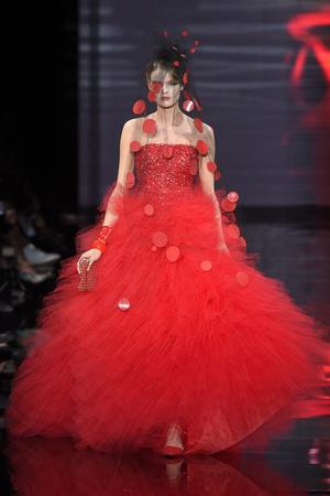 Показ Armani Prive коллекции сезона Осень-зима 2014-2015 года Haute couture - www.elle.ru - Подиум - фото 584947