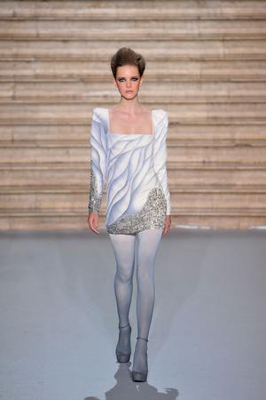 Показ Stephane Rolland коллекции сезона Осень-зима 2009-2010 года Haute couture - www.elle.ru - Подиум - фото 88346