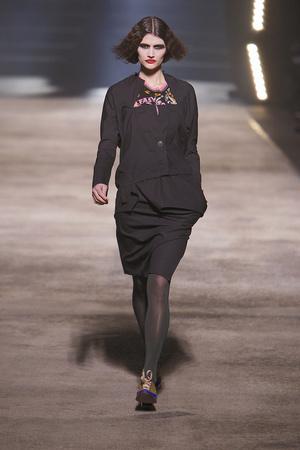 Показ Vivienne Westwood коллекции сезона Осень-зима 2010-2011 года prêt-à-porter - www.elle.ru - Подиум - фото 155624
