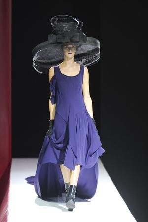 Показ Yohji Yamamoto коллекции сезона Весна-лето 2012 года Prêt-à-porter - www.elle.ru - Подиум - фото 310818