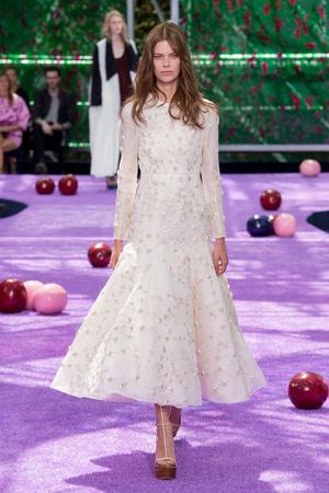 Показ Christian Dior коллекции сезона Осень-зима 2015-2016 года haute couture - www.elle.ru - Подиум - фото 596930