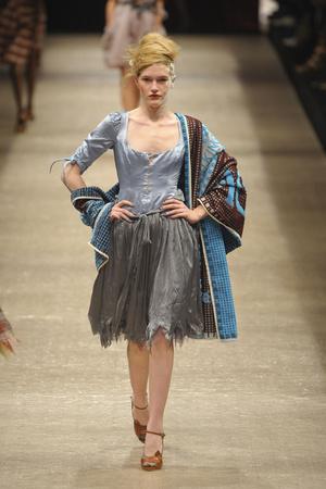 Показ Vivienne Westwood коллекции сезона Весна-лето 2011 года prêt-à-porter - www.elle.ru - Подиум - фото 189069