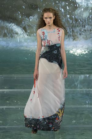 Показ Fendi коллекции сезона Осень-зима 2016-2017 года Haute couture - www.elle.ru - Подиум - фото 607471