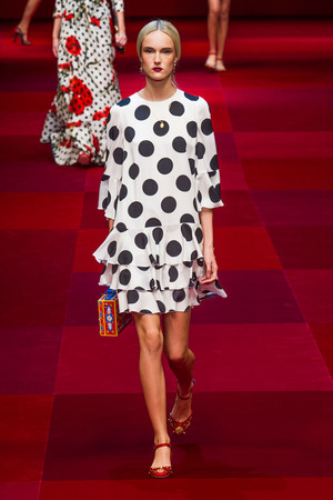 Показ Dolce & Gabbana коллекции сезона Весна-лето 2015 года Prêt-à-porter - www.elle.ru - Подиум - фото 589985