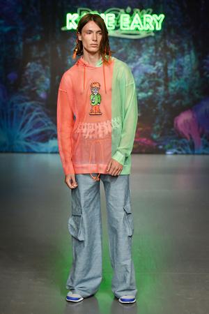 Показ Katie Eary коллекции сезона Весна-лето 2018 года Men prêt-à-porter - www.elle.ru - Подиум - фото 622039