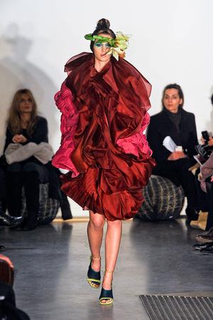 Показ Maurizio Galante коллекции сезона Весна-лето 2012 года Haute couture - www.elle.ru - Подиум - фото 330251