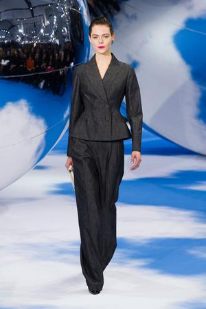 Показ Christian Dior коллекции сезона Осень-зима 2013-2014 года prêt-à-porter - www.elle.ru - Подиум - фото 536956