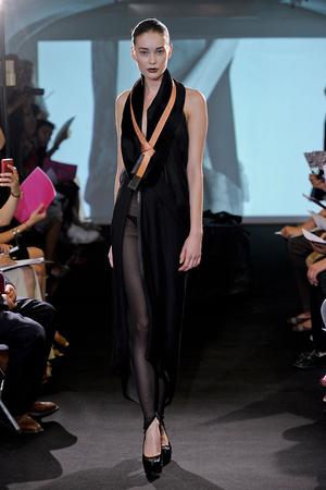 Показ Atelier Gustavo Lins коллекции сезона Осень-зима 2011-2012 года Haute couture - www.elle.ru - Подиум - фото 278124