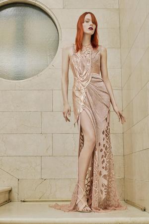 Показ Atelier Versace коллекции сезона Весна-лето  2017 года Haute couture - www.elle.ru - Подиум - фото 616880
