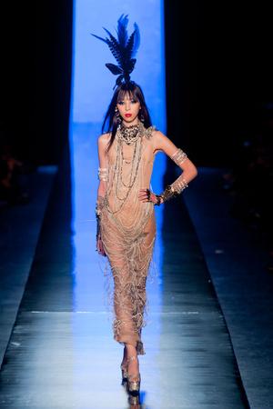 Показ Jean Paul Gaultier коллекции сезона Весна-лето 2014 года Haute couture - www.elle.ru - Подиум - фото 575200
