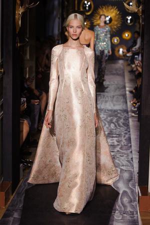 Показ Valentino коллекции сезона Осень-зима 2013-2014 года Haute couture - www.elle.ru - Подиум - фото 556498