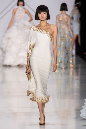 Показ Ralph & Russo коллекции сезона Весна-лето  2017 года haute couture - www.elle.ru - Подиум - фото 616175
