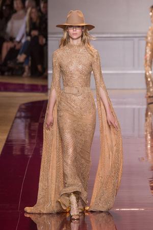Показ Zuhair Murad коллекции сезона Осень-зима 2016-2017 года Haute couture - www.elle.ru - Подиум - фото 607332