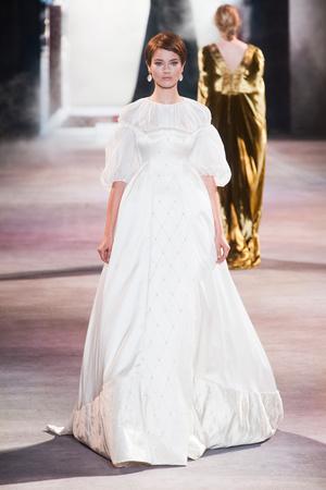 Показ Ulyana Sergeenko коллекции сезона Осень-зима 2013-2014 года Haute couture - www.elle.ru - Подиум - фото 556283