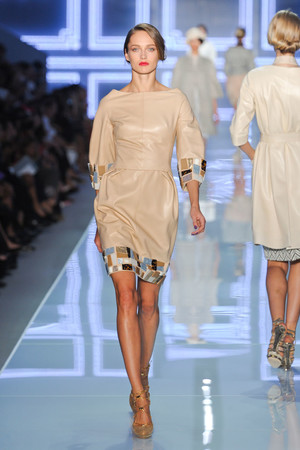 Показ Christian Dior коллекции сезона Весна-лето 2012 года prêt-à-porter - www.elle.ru - Подиум - фото 310575