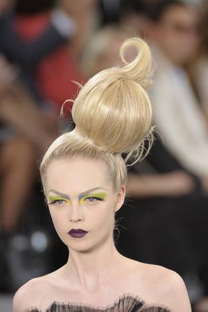 Показ Christian Dior коллекции сезона Осень-зима 2010-2011 года Haute couture - www.elle.ru - Подиум - фото 167385