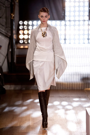 Показ Atelier Gustavo Lins коллекции сезона Весна-лето 2013 года Haute couture - www.elle.ru - Подиум - фото 479478