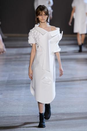 Показ Viktor & Rolf коллекции сезона Весна-лето  2016 года Haute couture - www.elle.ru - Подиум - фото 603042
