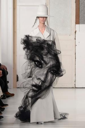 Показ Maison Margiela коллекции сезона Весна-лето  2017 года Haute couture - www.elle.ru - Подиум - фото 616629
