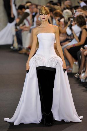 Показ Stephane Rolland коллекции сезона Осень-зима 2011-2012 года haute couture - www.elle.ru - Подиум - фото 278161