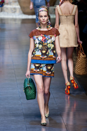 Показ Dolce & Gabbana коллекции сезона Весна-лето 2013 года Prêt-à-porter - www.elle.ru - Подиум - фото 443610