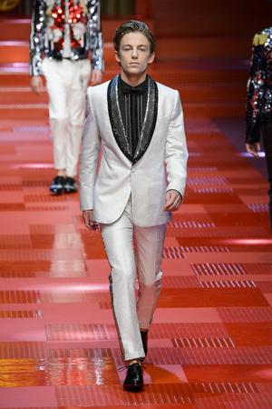 Показ Dolce & Gabbana коллекции сезона Весна-лето 2018 года Men prêt-à-porter - www.elle.ru - Подиум - фото 622344