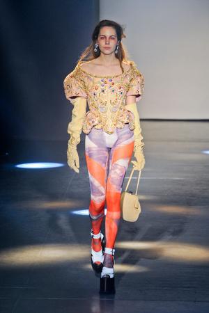 Показ Vivienne Westwood коллекции сезона Осень-зима 2012-2013 года Prêt-à-porter - www.elle.ru - Подиум - фото 379810