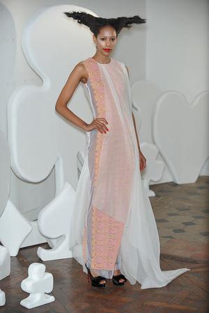 Показ On Aura Tout Vu коллекции сезона Весна-лето 2010 года haute couture - www.elle.ru - Подиум - фото 138774