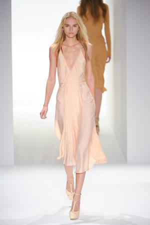 Показ Calvin Klein коллекции сезона Весна-лето 2012 года prêt-à-porter - www.elle.ru - Подиум - фото 297506