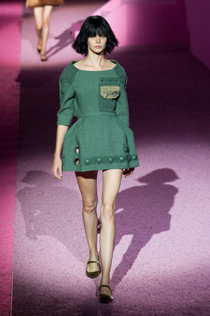 Показ Marc Jacobs коллекции сезона Весна-лето 2015 года prêt-à-porter - www.elle.ru - Подиум - фото 587242