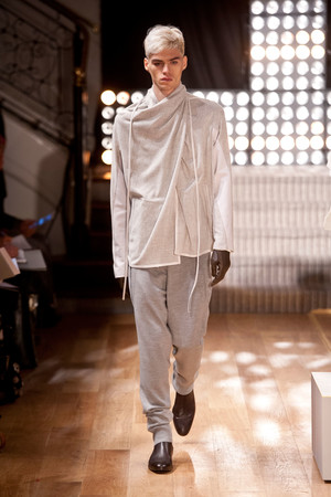 Показ Atelier Gustavo Lins коллекции сезона Весна-лето 2013 года haute couture - www.elle.ru - Подиум - фото 479479