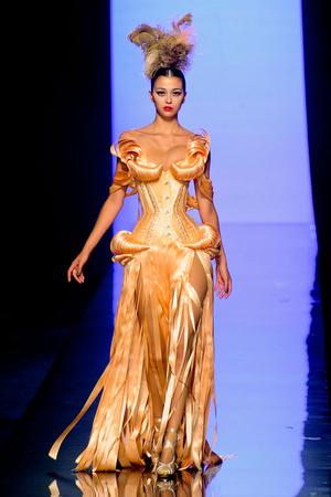 Показ Jean Paul Gaultier коллекции сезона Осень-зима 2011-2012 года haute couture - www.elle.ru - Подиум - фото 278888