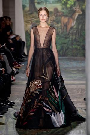 Показ Valentino коллекции сезона Весна-лето 2014 года haute couture - www.elle.ru - Подиум - фото 575259