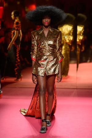 Показ Schiaparelli коллекции сезона Весна-лето 2015 года Haute couture - www.elle.ru - Подиум - фото 592952
