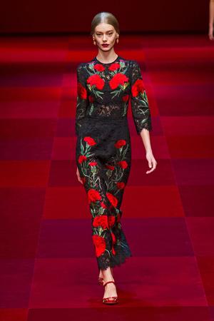 Показ Dolce & Gabbana коллекции сезона Весна-лето 2015 года Prêt-à-porter - www.elle.ru - Подиум - фото 589990