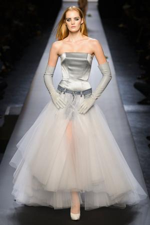 Показ Jean Paul Gaultier коллекции сезона Весна-лето 2015 года Haute couture - www.elle.ru - Подиум - фото 593202