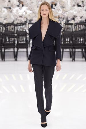 Показ Christian Dior коллекции сезона Осень-зима 2014-2015 года Haute couture - www.elle.ru - Подиум - фото 584664